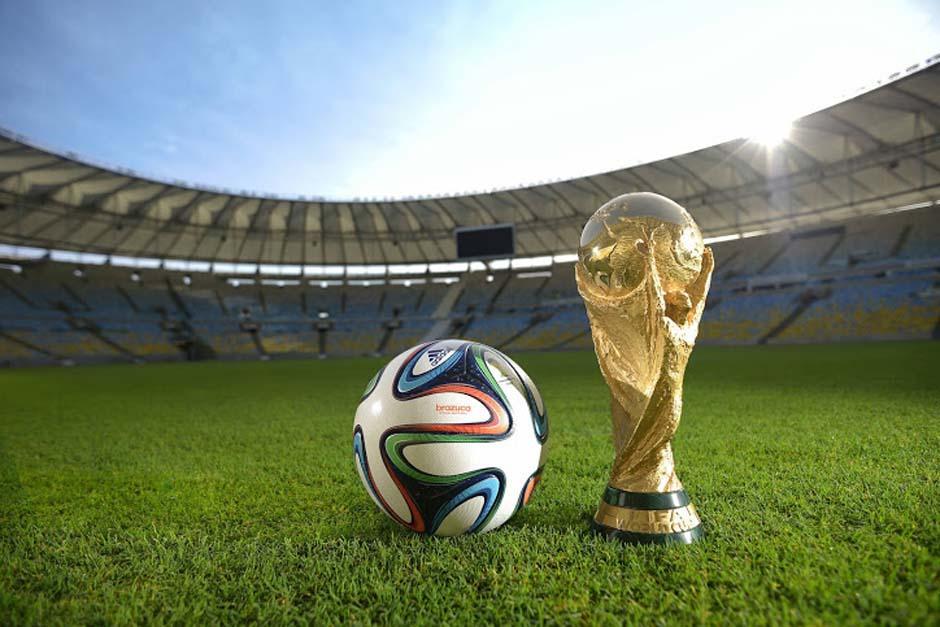 El balón del mundial ya está a la venta en Guatemala y el trofeo hará una parada en nuestro país en febrero.
