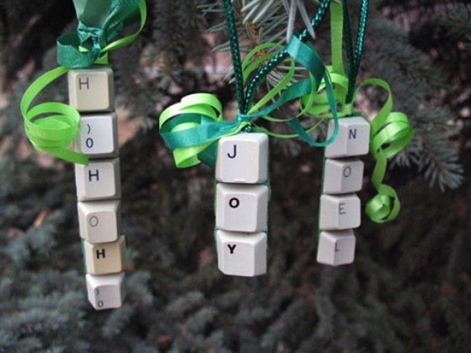 Quijano recomienda utilizar materiales que tenemos a la mano, y no requieren esfuerzo para adornar nuestro arbolito. (Foto: Pinterest)
