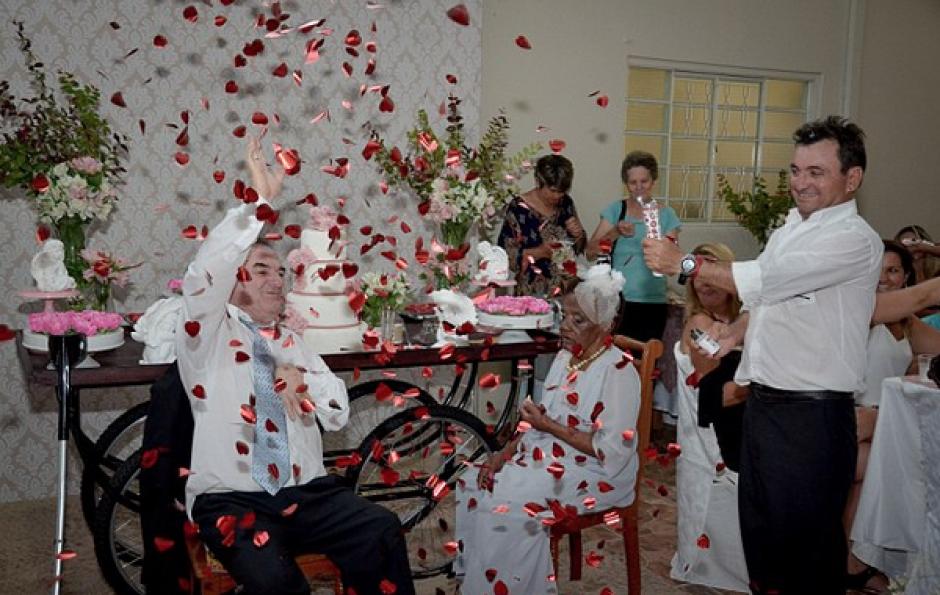 Todos disfrutaron este romántico momento. (Foto: captura de pantalla)