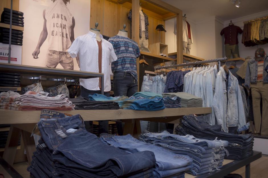 La tienda ofrece ropa para hombres y mujeres. (Foto: Eddie Lara/Soy502)