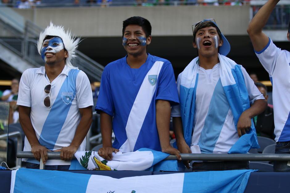 Los aficionados guatemaltecos que viven en Estados Unidos apoyan a la selección a pesar de la derrota. (Foto: Gabriel Tiul/EnviadoCDG)