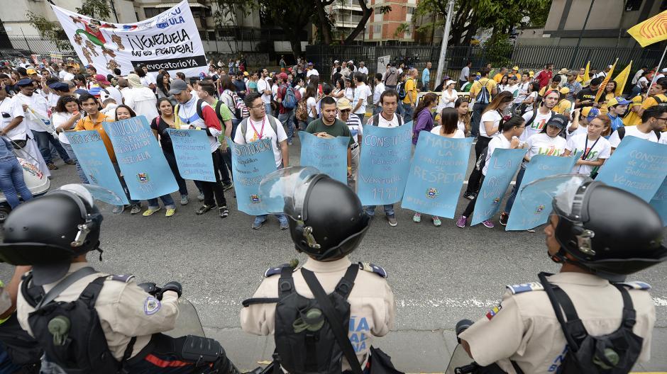 La Mesa de la Unidad Democrática declaró que será una protesta permanente hasta lograr que las autoridades activen el revocatorio. (Foto: AFP)