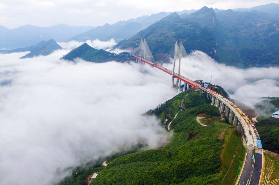 El puente tiene 1,341 metros de longitud y reducirá la unió entre dos ciudades, de cinco horas a dos. (Foto: AFP)