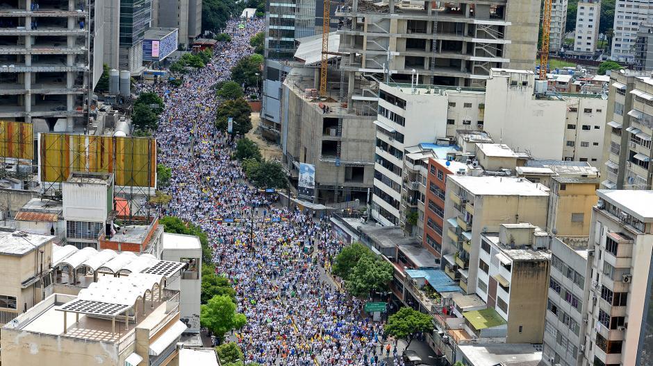Miles de venezolanos salieron a las calles de la capital para protestar contra Nicolás Maduro. (Foto: AFP)