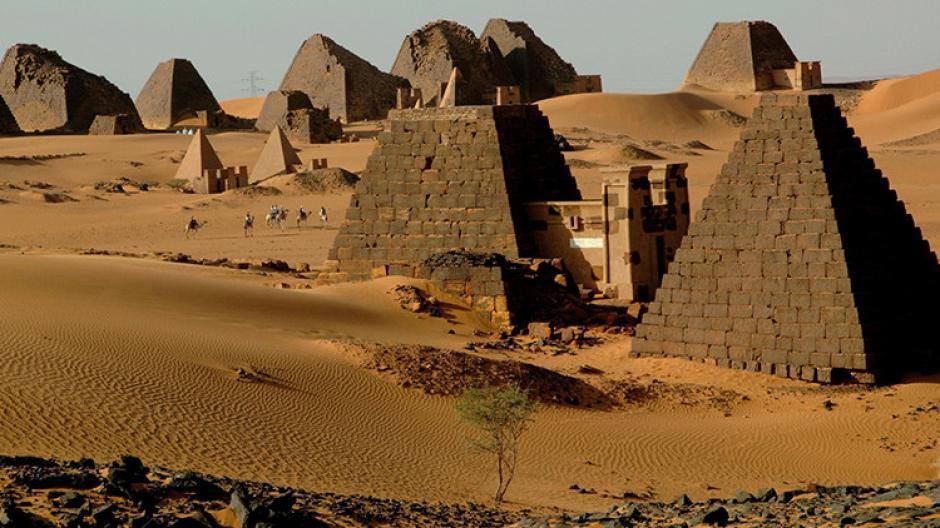 El lugar cuenta con unas 200 pirámides en una parte del desierto de Sudán. (Foto: AFP)