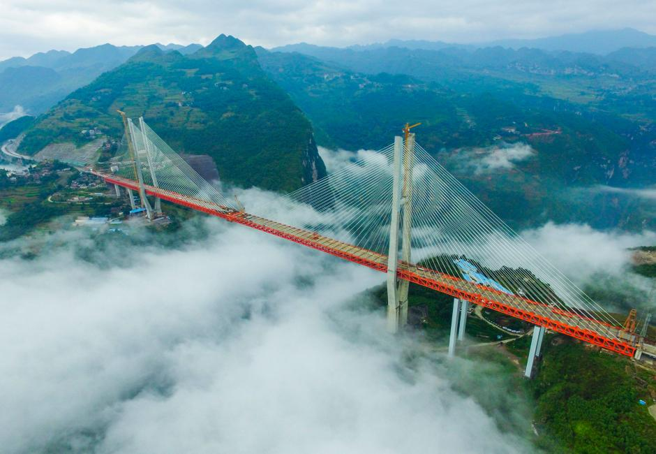 Ya se terminó la base de la infraestructura del puente Beipanjiang en la provincia de Guizhou, China. (Foto: AFP)