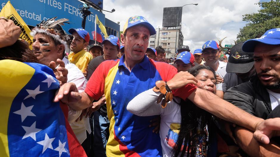 Henrique Capriles, líder opositor también participó en la protesta. (Foto: AFP)