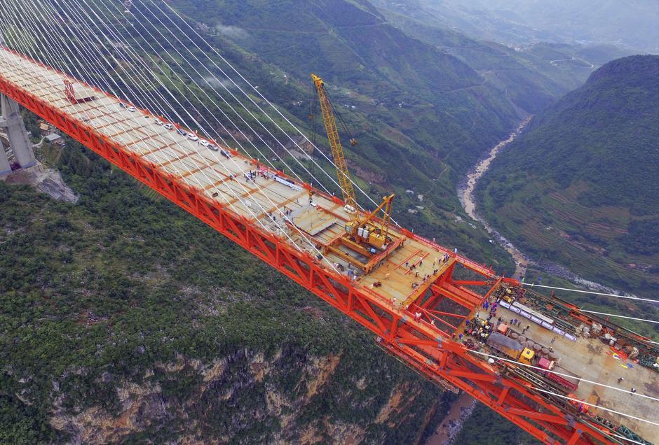 Los ingenieros aseguran que solo hacen falta unos retoques para transitarlo con normalidad. (Foto: AFP)