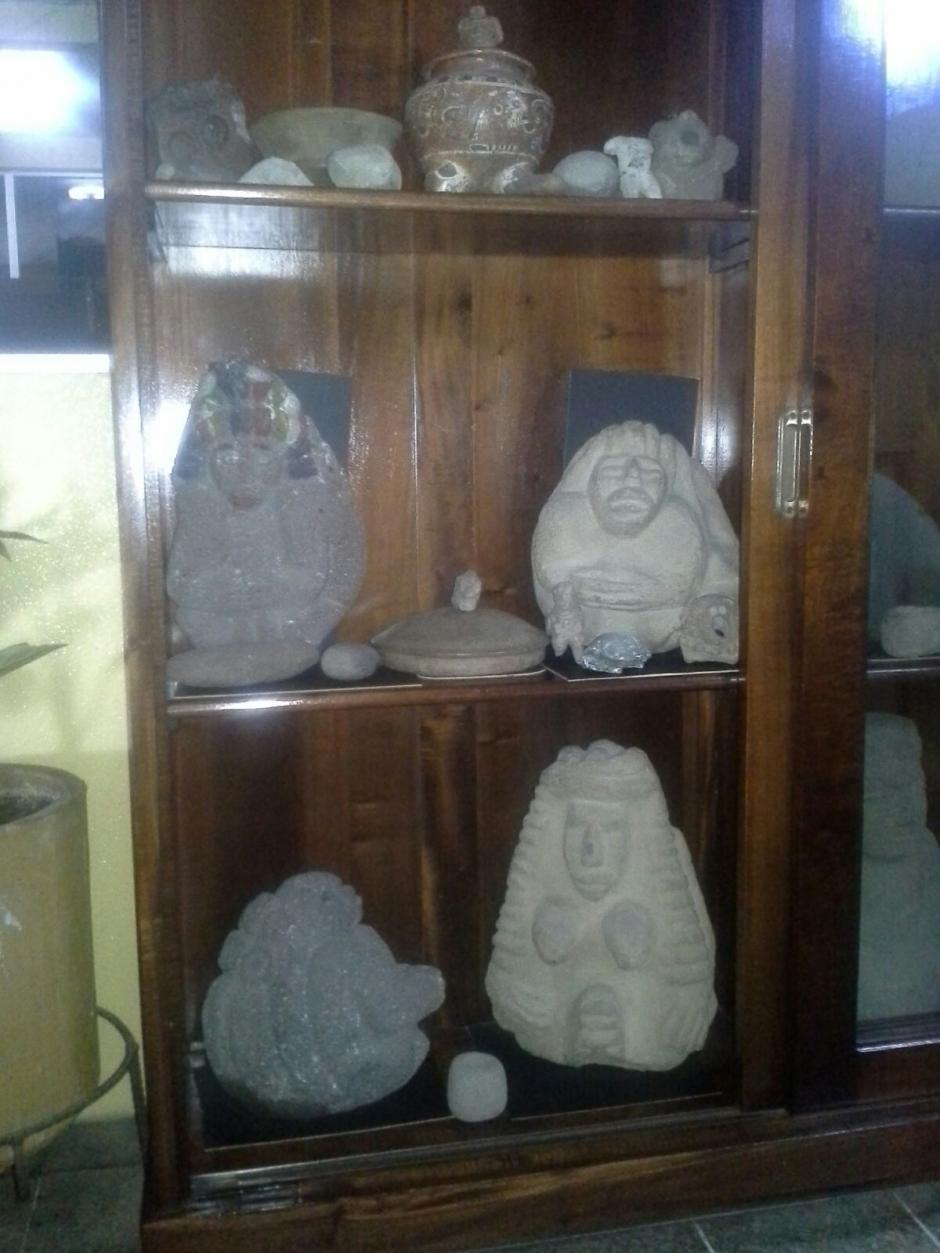 El lote de piezas arqueólicas, consta de varias figuras que podrían representar a la civilización maya. (Foto: PNC)