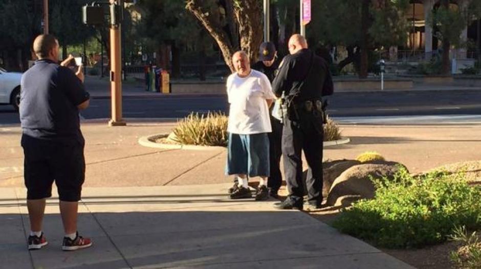 El agresor fue capturado por las autoridades del lugar. (Captura de Pantalla: 12 News)