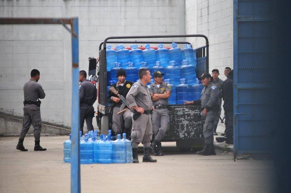 Tres trabajadores de una empresa de agua purificada fueron liberados luego de permanecer más de 8 horas retenidos. (Foto: Alejandro Balan/Soy502)