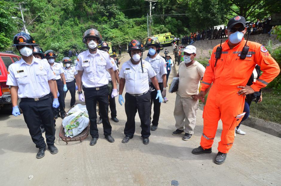 Durante la emergencia de El Cambray II, la mayoría de elementos voluntarios dejaron por un lado sus trabajos para asistir en la búsqueda de sobrevivientes y fallecidos.(Foto: Alejandro Balán/Soy502)