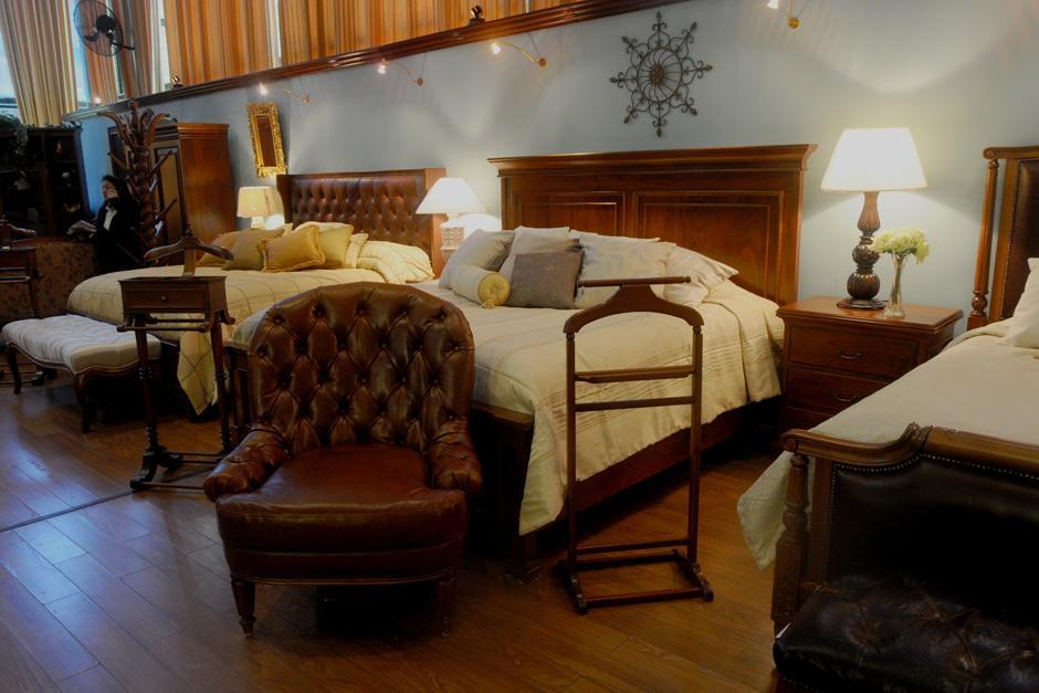 Muebles que presentan estilos tradicionales con giros modernos. (Foto: Alejandro Balán/Soy502)