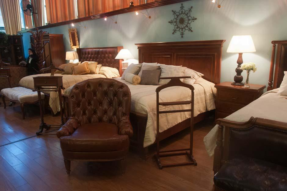 Maderas robustas son la caracteristica de las cabeceras y detalles de dormitorios (Foto: Alejandro Balán/Soy502)