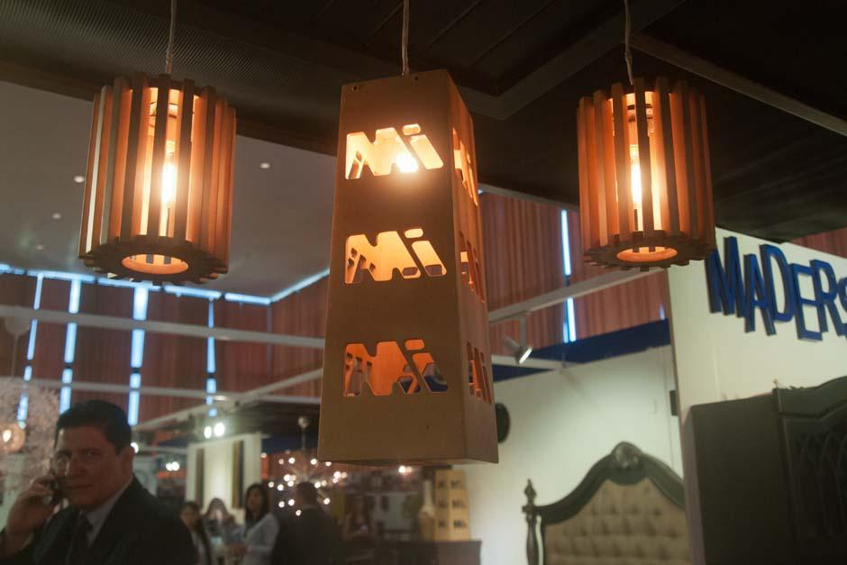 Lámparas para comedor con luz amarilla es la propuesta para el 2016. (Foto: Alejandro Balán/Soy502)