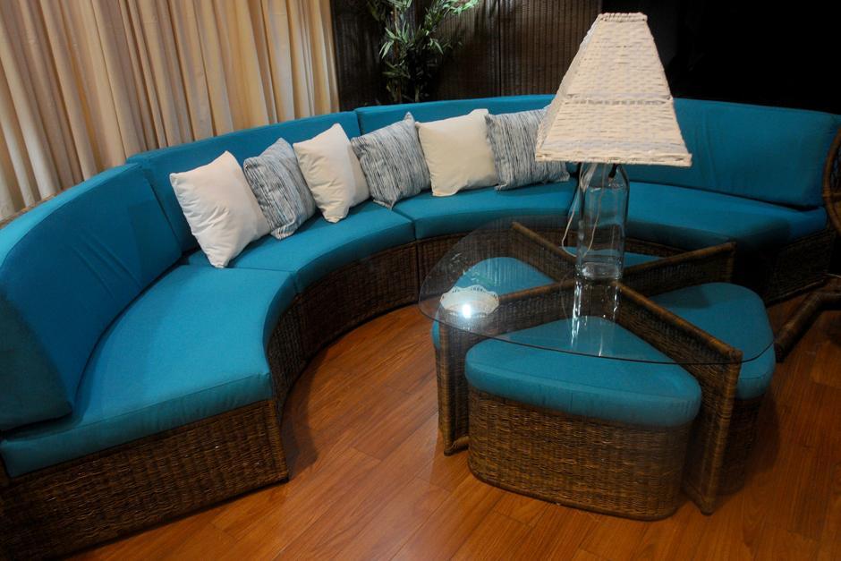 Los muebles mezclan materiales y texturas de formas no convencionales. (Foto: Alejandro Balán/Soy502)