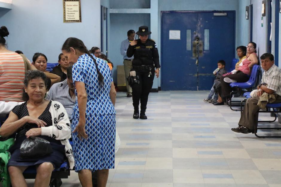 La policía también apoya a las fuerzas de seguridad. (Foto: Alejandro Balan/Soy502)