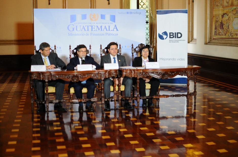 En su viaje, criticó que Guatemala es el país con la recaudación más baja. (Foto: Alejandro Balán/Soy502)