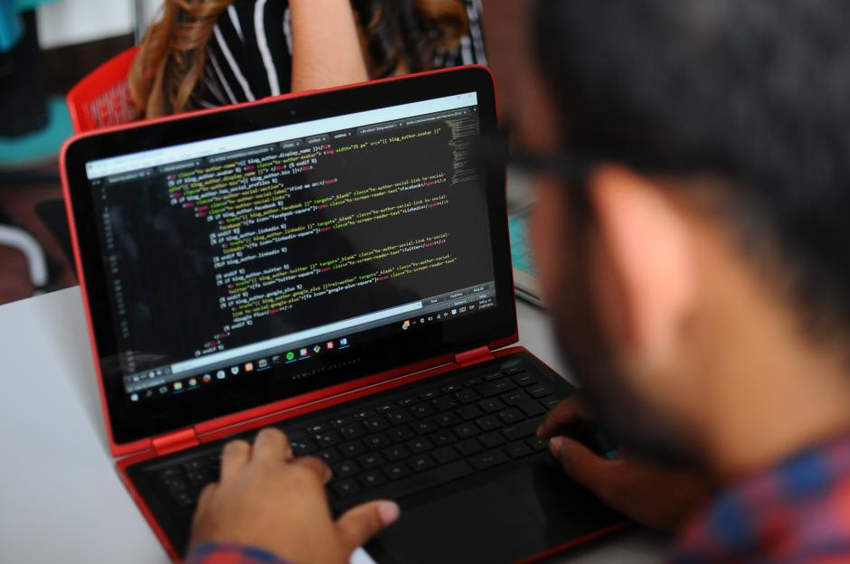 Ellos se dedican a crear aplicaciones, marketing y social media con grandes empresas. (Foto: Alejandro Balán/Soy502)