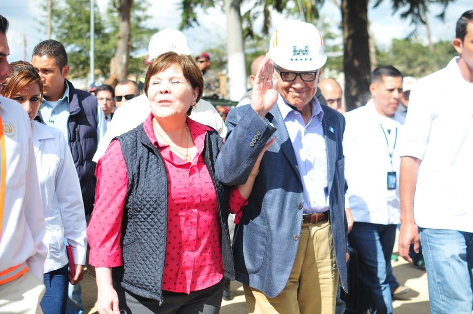 El presidente Maldonado se hizo acompañar de su esposa en la presentación de MI QUERIDA FAMILIA. (Foto: Alejandro Balán/soy502)
