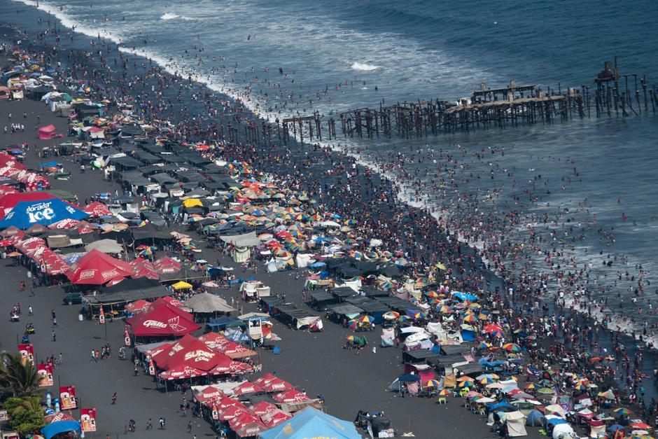 La playa publica del Puerto de San José. (Alejandro Balán /Soy502)