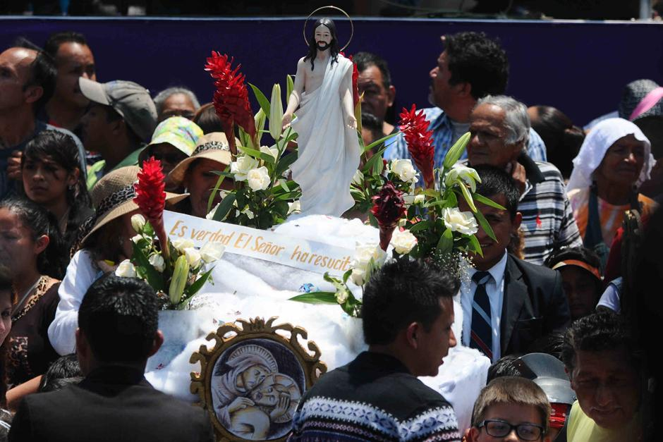 Procesión infantil de Cristo Resucitado de El Calvario, frente a Catedral Metropolitana. (Foto: Alejandro Balán /Soy502)
