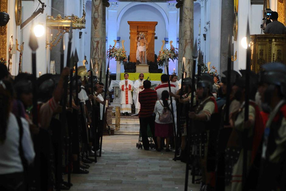 Arzobispo Vian ofrece una misa a medio día conmemorando la Resurrección de Cristo. (Foto: Alejandro Balán /Soy502)