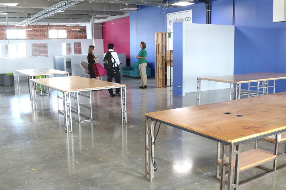 El Coworking tiene espacio amplio los para trabajos y reuniones de los emprendedores. (Foto: Alejandro Balán/Soy502)