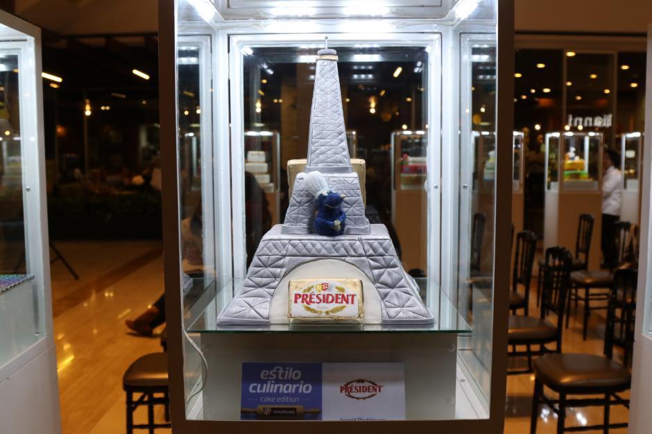 Los pasteles de los finalistas atrajeron la atención de los curiosos en el centro comercial. (Foto: Alejandro Balán/Soy502)