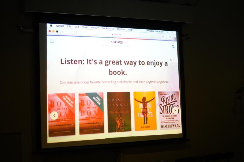 Por el momento la mayoría de los libros se encuentran en inglés, aunque hay algunos en español. (Foto: Alejandro Balán/Soy502)