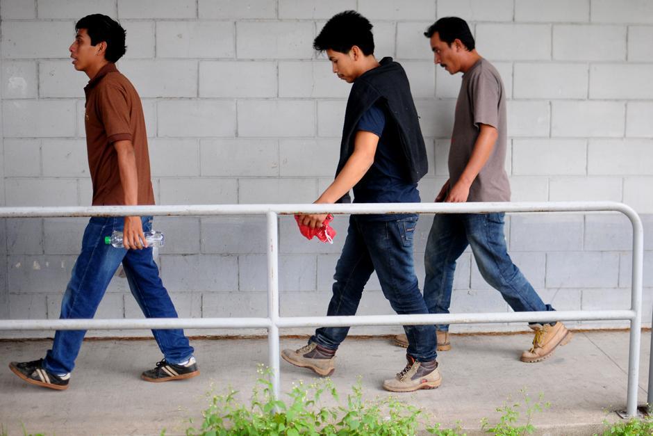 Cada día llega un vuelo con al menos 130 deportados. (Foto: Alejandro Balán/Soy502)