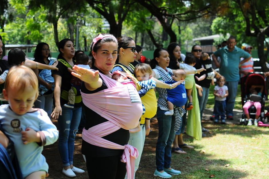 """Madres acuden al """"mamatón"""" realizado en Av. Las Americas. (Foto: Alejandro Balán/Soy502)"""