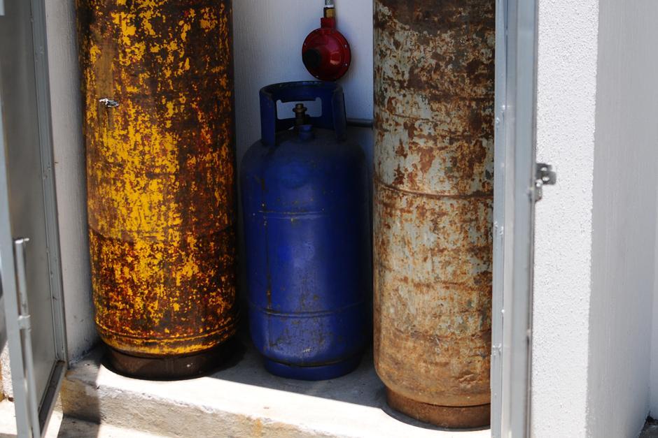 El precio del cilindro de gas propano de 25 libras se redujo a Q95, el de 35 libras Q133 y el de 100 libras Q380. (Foto: Alejandro Balán/Soy502)