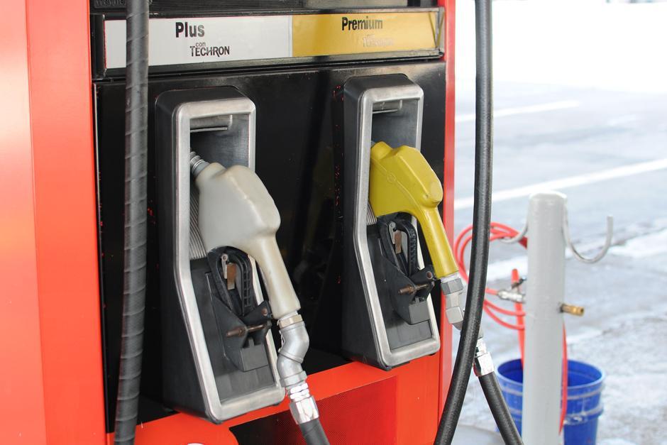 El precio de la gasolina se ha reducido en el último mes. (Foto: Alejandro Balán/Soy502)