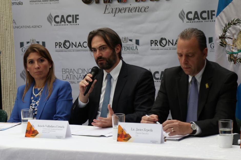 Acisclo Valladares, Comisionado Presidencial para la Competitividad y la Inversión, también es parte del proyecto. (Foto: Alejandro Balám /Soy502)