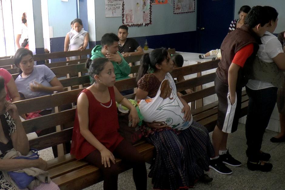 Los pacientes acuden a los Centros de Salud en busca de atención primaria, pero la carencia de medicamentos es grande. (Foto Alejandro Balán /Soy502)