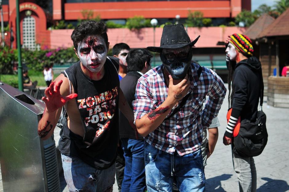 """Los """"zombies están listos para invadir las calles de zona uno. (Foto: Alejandro Balam/Soy502)"""