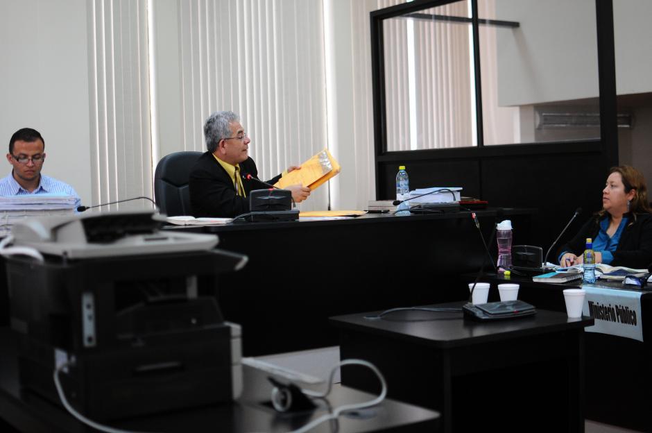 El juez Miguel Ángel Gálvez pasa a la historia ahora por desclasificar nuevos archivos militares. (Foto: Alejandro Balán/Soy502)