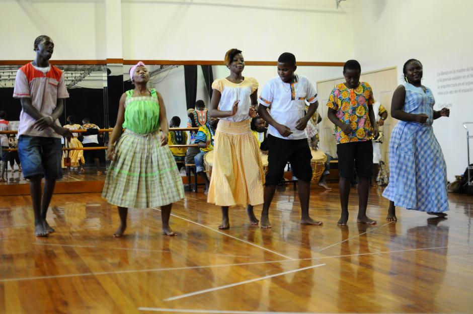 Los jóvenes de Livingston hicieron una demostración de la danza garífuna. (Foto: Alejandro Balán/Soy502)