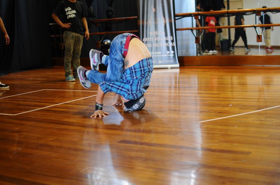 Los jóvenes de Sololá mostraron sus movimientos de break dance. (Foto: Alejandro Balán/Soy502)