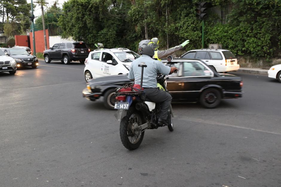 Los conductores se mostraron sorprendidos con la medida. (Foto: Alejandro Balán/Soy502)