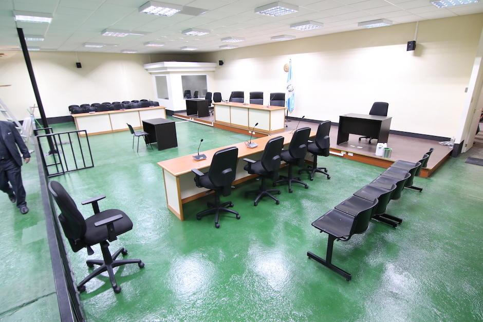 El Organismo Judicial acondicionó un espacio de parqueo como nueva sala de audiencias (Foto: Alejandro Balan/Soy502).