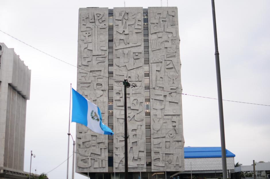 """El edificio principal del Banco de Guatemala se denomina la """"Torre"""" mide 50 metros. de alto y consta de 16 pisos, más sótano.  (Foto: Alejandro Balán/Soy502)"""