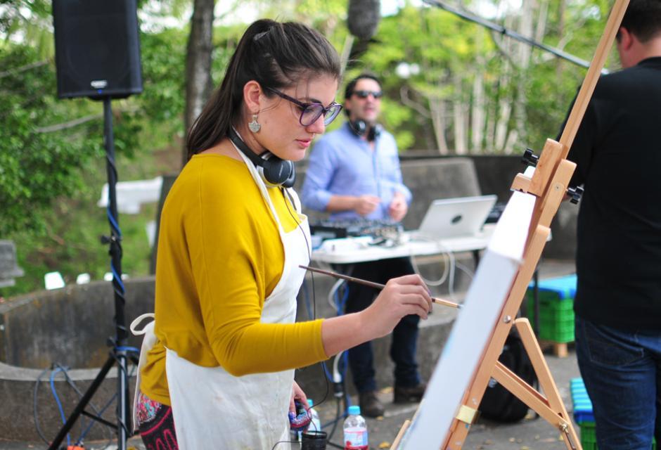 La actividad contó con la participación de hombres y mujeres que realizaron sus actividades artísticas al aire libre. (Foto: Alejandro Balán/Soy502)