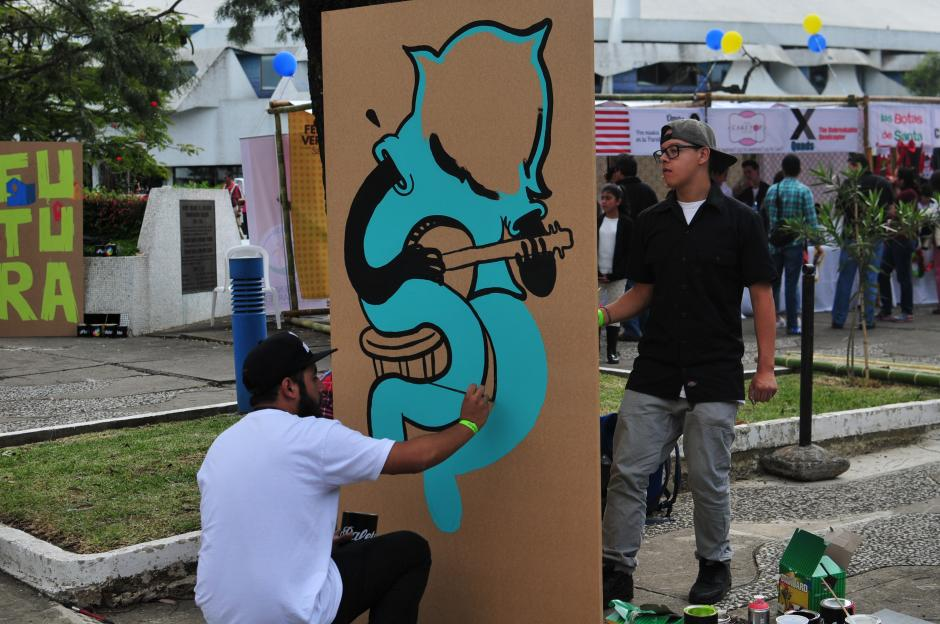 En el evento participaron artistas de distintas categorías, entre ellos pintores. (Foto: Alejandro Balán/Soy502)