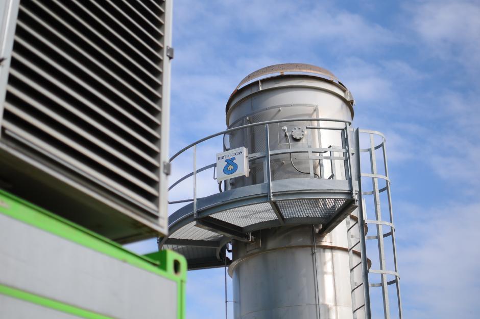 La planta generadora se encuentra a un costado de los grandes campos de desechos sólidos y produce electricidad para abastecer 1 mil 200 hogares cada hora. (Foto: Alejandro Balan/Soy502)