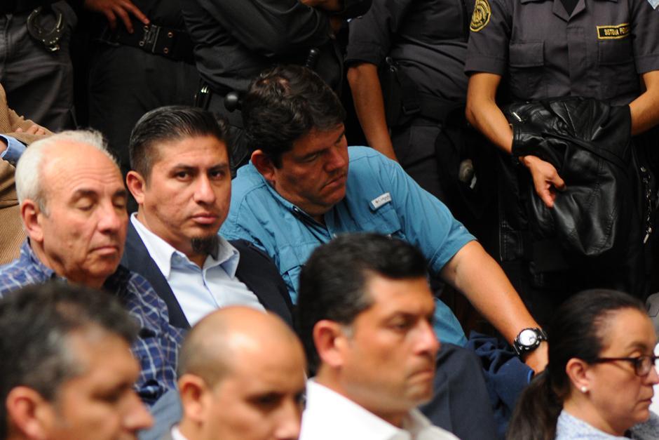 Julián Muñoz Jiménez descansa la vista durante la audiencia del caso Cooptación (Foto: Alejandro Balán /Soy502)