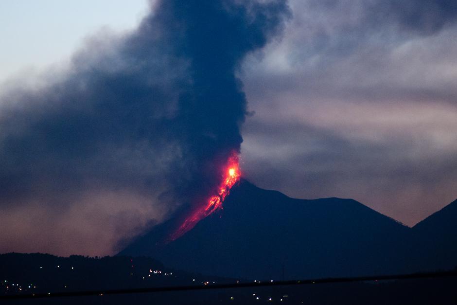 El coloso de fuego se encuentra entre Sacatepéquez y Chimaltenango (Foto: Alejandro Balán/Soy502)