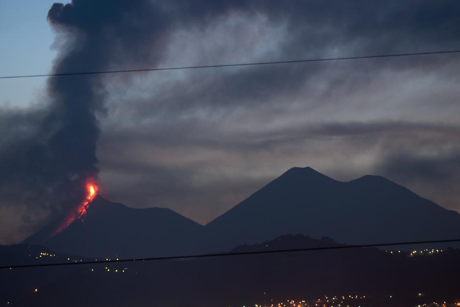 El Lava de la erupción alcanza una distancia de 3km. (Foto: Alejandro Balán/Soy502)