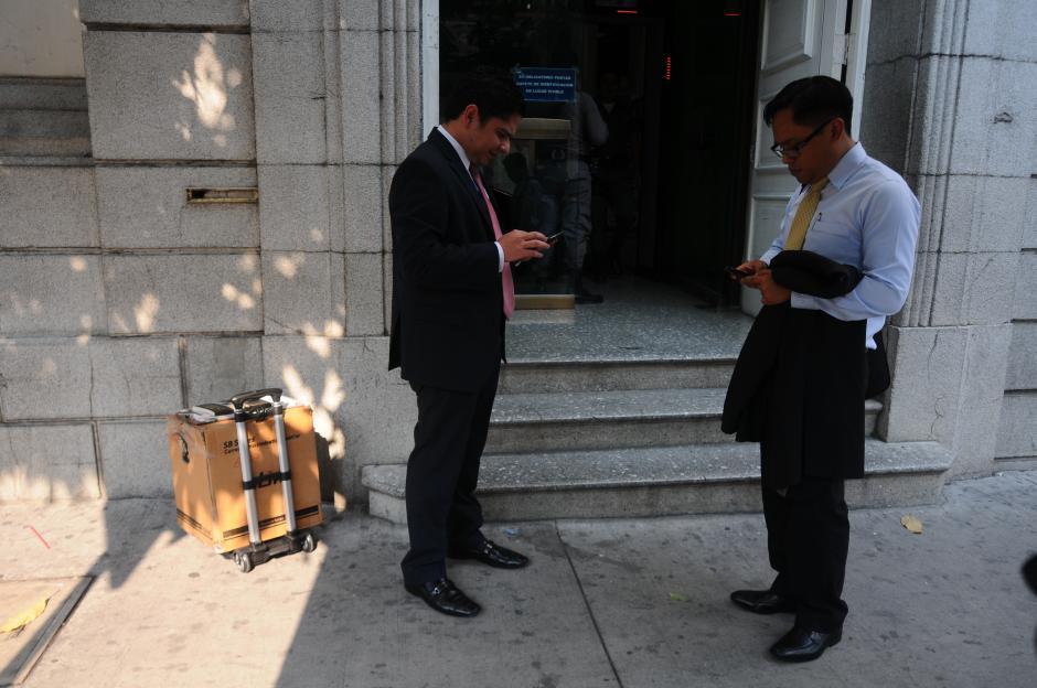 En la caja de cartón se encuentra la contadora de billetes utilizada durante la diligencia del MP. (Foto: Alejandro Balan/Soy502)